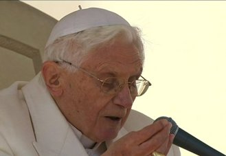 Pope Benedict prays