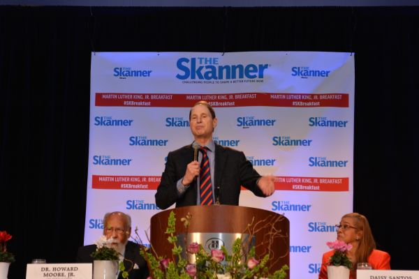 U.S. Senator Ron Wyden of Oregon at The Skanner's 31st MLK Breakfast, Portland, Jan. 16, 2017 (Mike Norris)