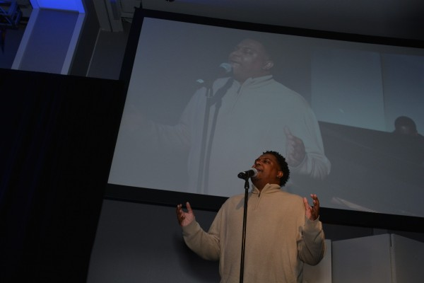 Singer Alonzo Chadwick at The Skanner's 31st MLK Breakfast, Portland, Jan. 16, 2017 (Mike Norris)