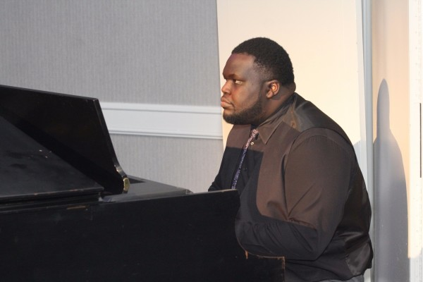 Piano accompaniment at The Skanner's 31st MLK Breakfast, Portland, Jan. 16, 2017 (Antonio Harris)