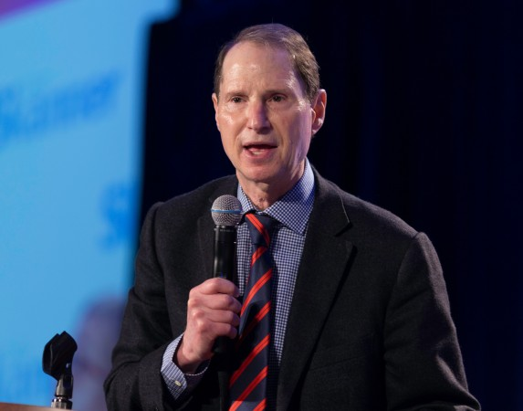 U.S. Senator Ropn Wyden at the 31st MLK Breakfast, Portland, Jan. 16, 2017 (Antonio Harris)