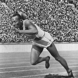 Jesse Owens starting 100 yard dash