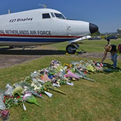 Plane with flower tributes to dead in Malaysia Jetliner crash