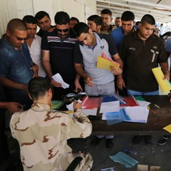 Iraqi men volunteer for army