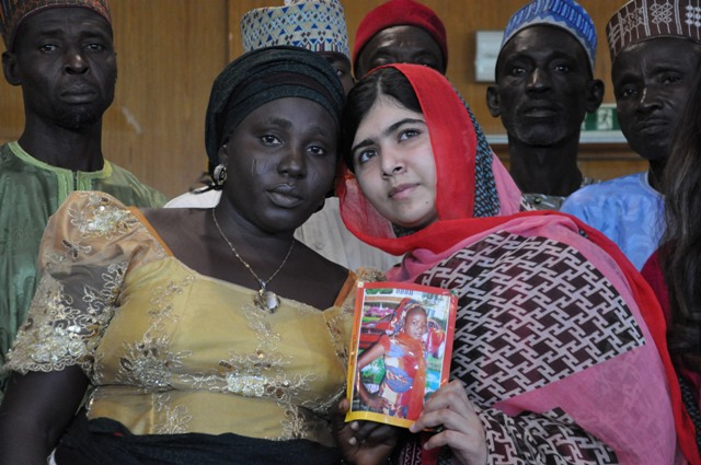 Malala Yousafzai holds a picture of kidnapped schoolgirl Sarah Samuel with her mother Rebecca Samuel