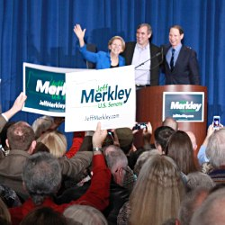 Sen. Elizabeth Warren on campaign trail with Sen. Jeff Merkley
