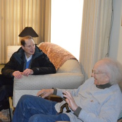 Ron Wyden delivering Meals on Wheels