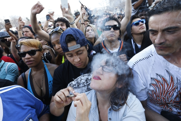 Crowd smoking pot at Colorado's 4/20 festival