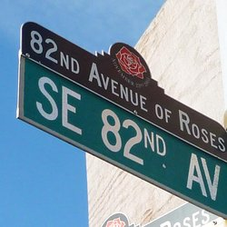 Street sign for SE 82nd Ave. in Portland