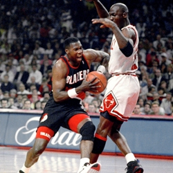 Jerome Kersey driving against Michael Jordan