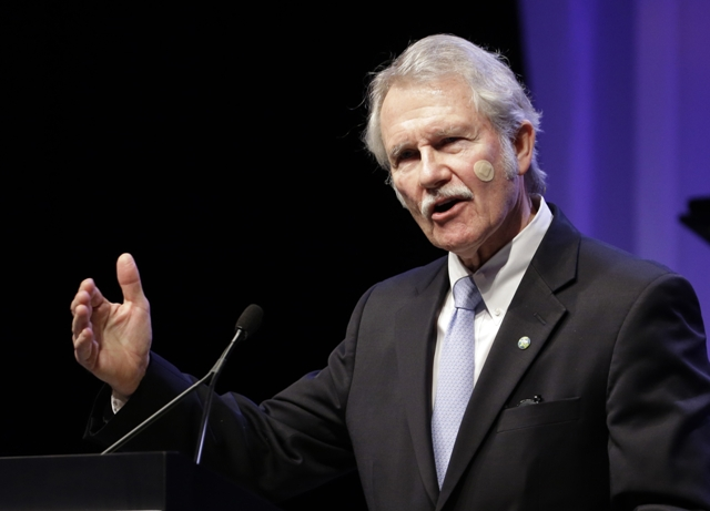 Gov. John Kitzhaber speaking at a business industry event