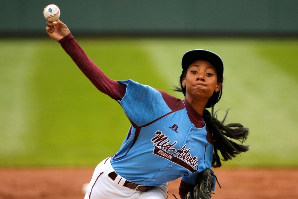 Little League phenom Mo'ne Davis throws a pitch