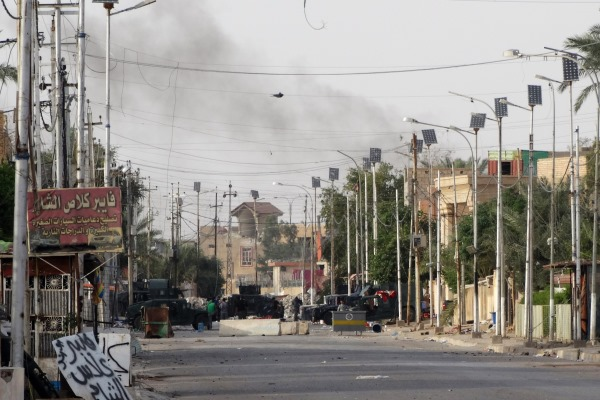 Iraqi troops patrol Ramadi as US aircraft strike Islamic State from above