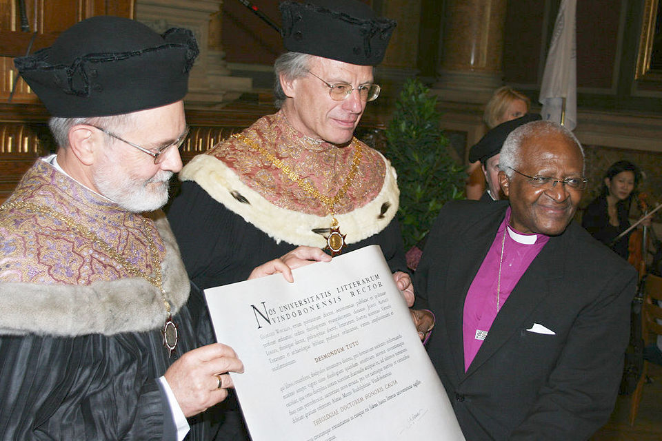 "The University of Vienna conferred the degree ""Doctor Theologiae honoris causa"" on Desmond Tutu,12 June 2009. The Faculty of Protestant Theology and Senate based the decision on Tutu's outstanding achievement in developing and establishing what can be called ""ubuntu-theology"", his manifestation of what became known as ""public theology"". By integrating the principles of the South African ubuntu philosophy with his theological thinking he made a major contribution beyond classical Liberation Theology. PHOTO: E. Foltinowsky"