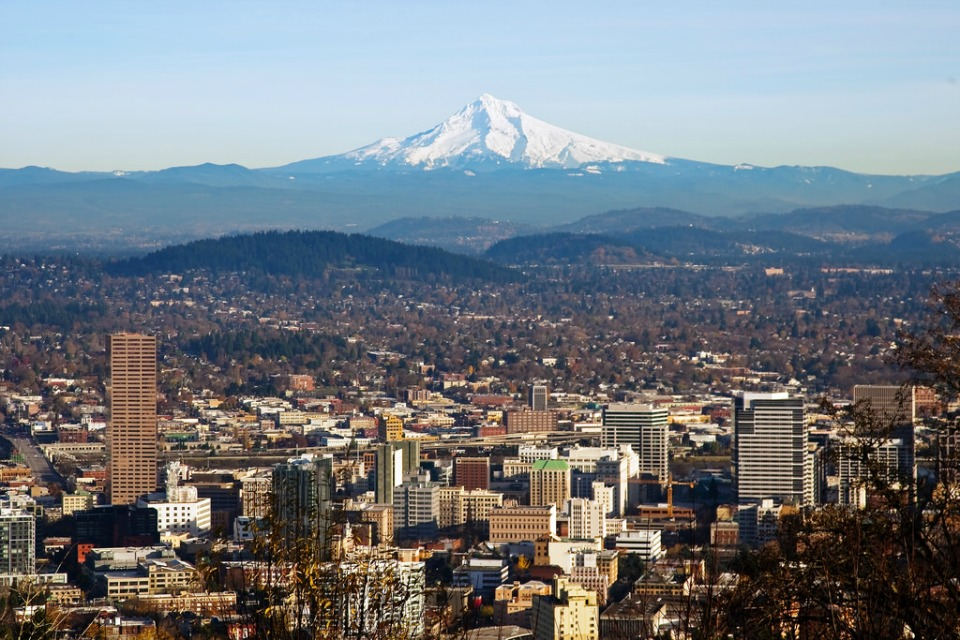 A view of downtown Portland with Mt Hood in the background. Taken from the Pittock Mansion. (Photo: R0Ng)