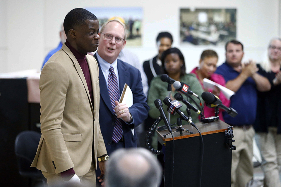 Waffle House hero James Shaw, left, gets a standing ovation after speaking during a press conference Sunday, April 22, 2018, in Nashville, Tenn. Shaw wrestled the gun from the shooting suspect. Behind Shaw is police spokesman Don Aaron. (Wade Payn/The Tennessean via AP)