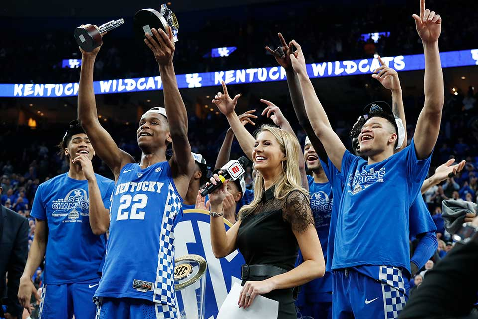 Kentucky players celebrate after beating Tennessee in NCAA