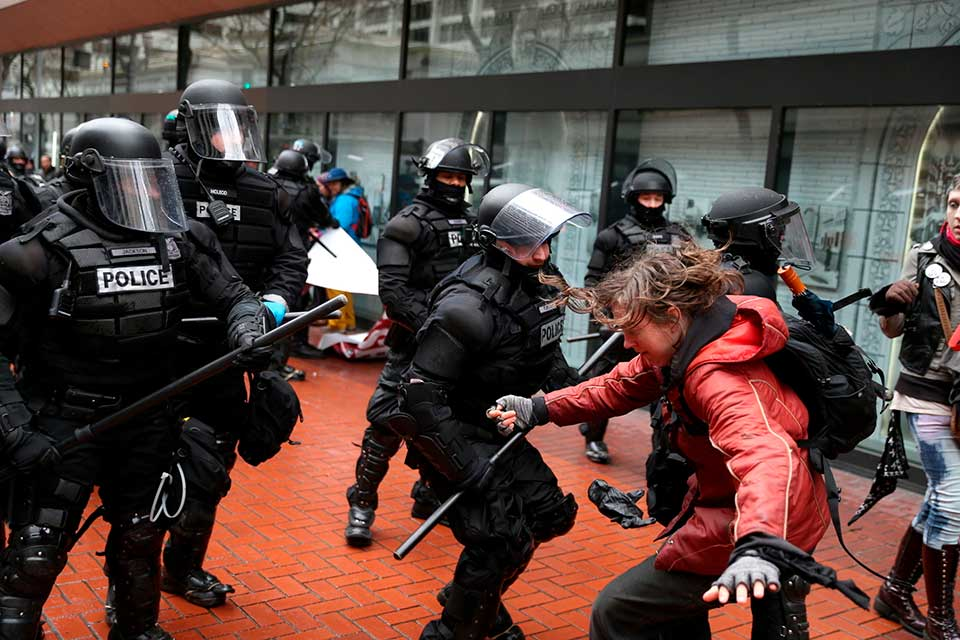 portland protesters clash with police