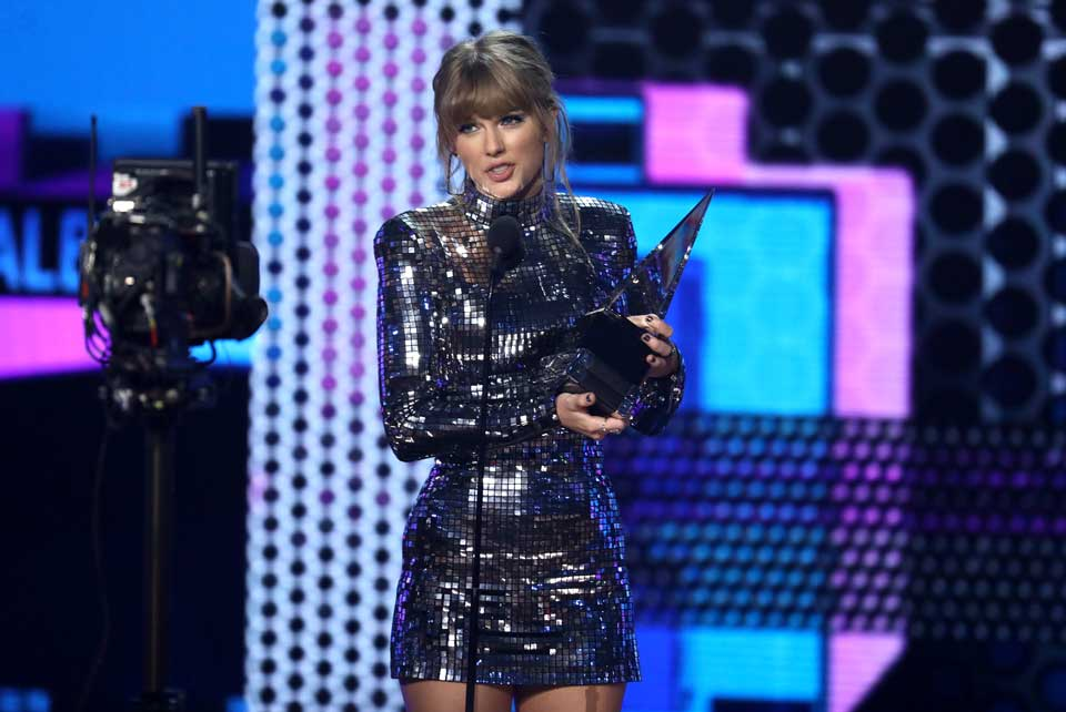 ama taylor swift award med