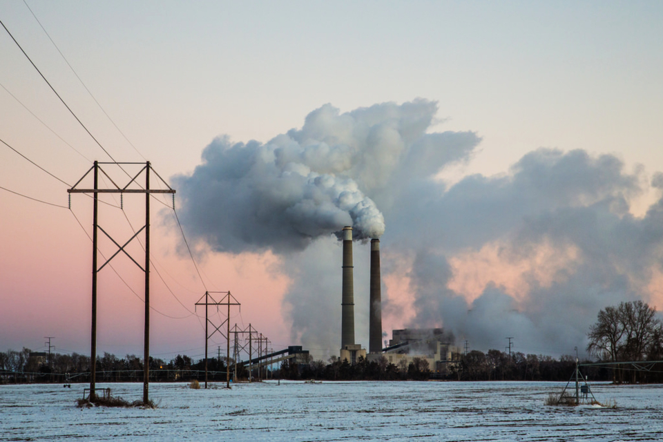Coal-fired power plants are the largest industrial emitters of a list of pollutants with negative health impacts such as increased asthma, lung disease, premature deaths and even increases in infectious disease (Pixabay)