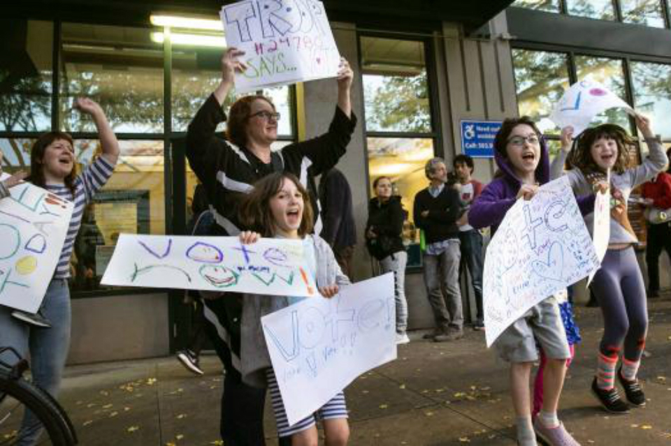 Girl Scouts cheer on voters outside Multnomah County Elections Headquarters (Photo Courtesy: Multnomah County)