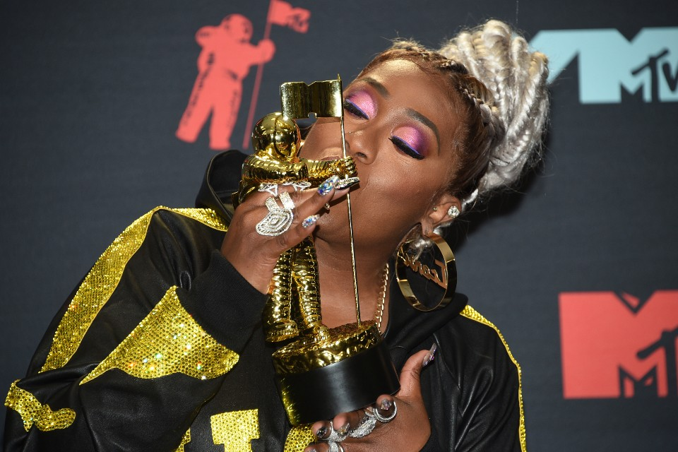Missy Elliott poses in the press room with the Video Vanguard award at the MTV Video Music Awards at the Prudential Center on Monday, Aug. 26, 2019, in Newark, N.J. (Photo by Evan Agostini/Invision/AP)