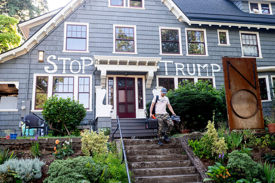 feds in portland streets house