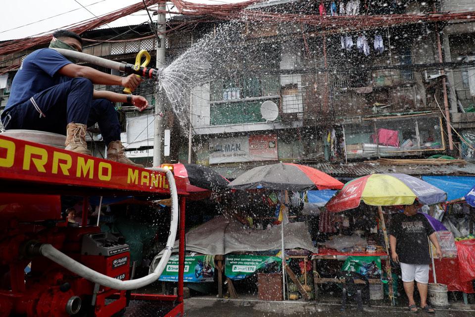 coronavirus pandemic fireman philippines