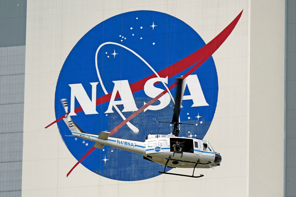 nasa shuttle launch helicopter